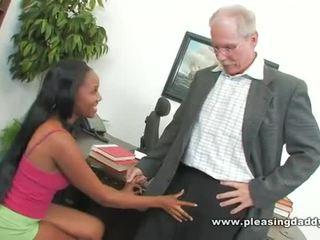 Ebony student fucks geil oud dean