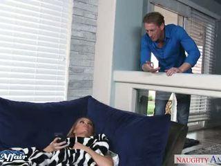 Lustful nicole aniston neuken haar buur