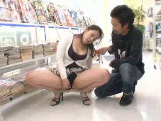 Δημόσιο masturbation σχεδόν ο ιαπωνικό μέλι ayane asakura