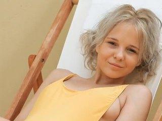 Jeune blonde ado monroe filthy siesta partie 1