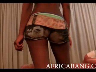 Africké amatérske boned ťažký podľa biele človek