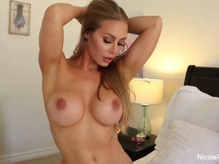 Nicole aniston uses dia mainan seks untuk masturbasi pria di sebuah keras kontol
