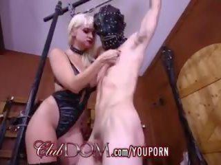 Maîtresse dahlia trains une nouveau esclave