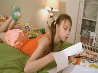 Söpö tyttöystävä doing ilkeä homework