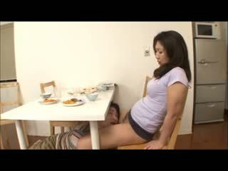 Японки стъпка мама с не чорапогащи