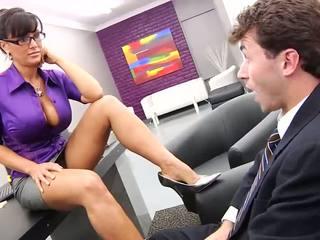 Laimīgs strādnieks licking viņa seksuālā pieauguša boss