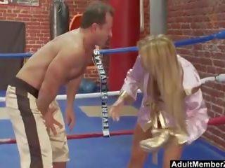 Pieptoasa blonda boxer gets o sexual miscare, porno ab