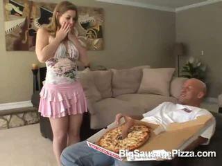 חמוד שחרחורת doing מציצות ו - titsjob ל פיצה guy עם פיצה ב