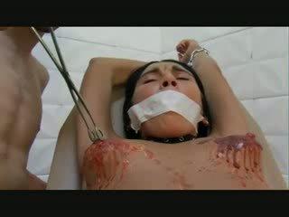 Moshë e pjekur vajzë e pacensuruar pidh torturë