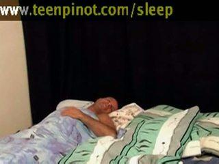 Gadis beauty kacau sementara tidur