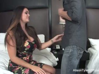 Alison tyler fucks viņai draugs