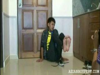 poika, jalkaa, nuori aasialainen neitsyet