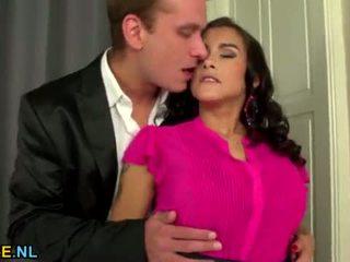 Krūtainas mammīte gets fucked grūti <span class=duration>- 6 min</span>