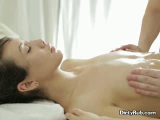 Ada loves getting cô ấy âm hộ oiled lên và massaged