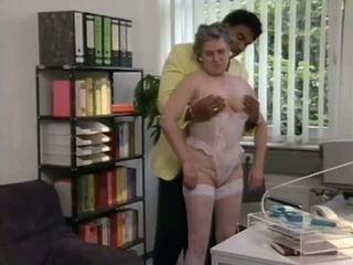 Němec babičky gets pomoc od černý knoflíček, porno 6e