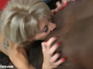 Black man licking and deep fucking in her