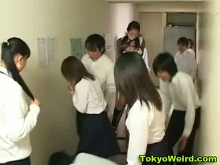 Japānieši schoolgirls stripped un sagrupētas video