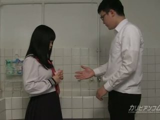 Innocent โรงเรียน หญิง gives blowjobs และ มือ งาน สำหรับ extra เครดิต