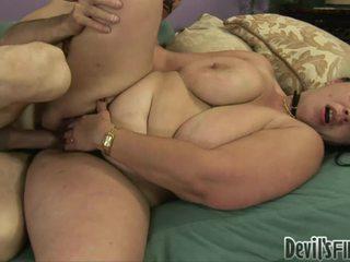 Napalone overweight kobieta acquires jej włochate twat damaged przez a stranger
