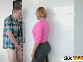 Rijpere groot mees milf educates haar tiener dochter - 3xmom.com