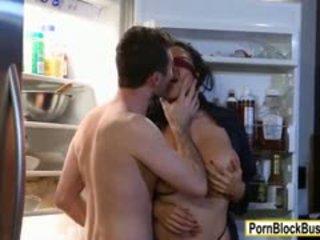 Milzīgs juggs paklīdusi sieviete missy martinez sucks dzimumloceklis un vāvere stuffed
