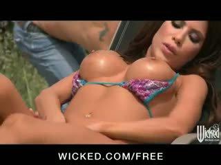 שמש tanning beauty aleksa nicole הוא double penetrated על ידי the בריכה