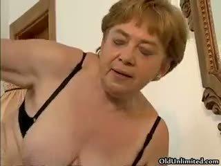 Geil rijpere vrouw gets haar harig kut part3