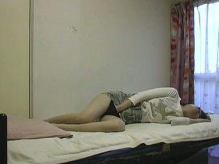 Á châu đĩ thủ dâm trong giường