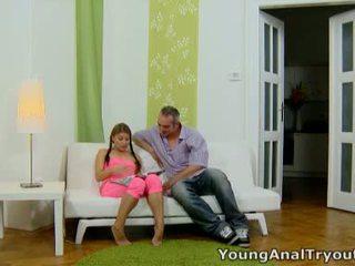 Anna sits quietly 在 她的 性感 粉红色 outfit 和 looks 性感 waiting 为 她的 男人