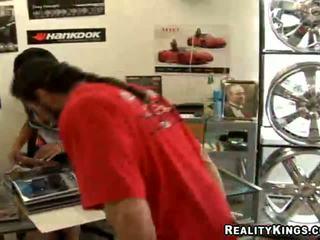 Latina wheel seller jazmine ster fuckin haar klant