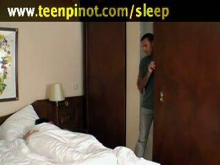Jente knullet mens soving