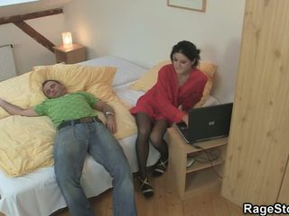Boos seks nearby zijn overspel crotch