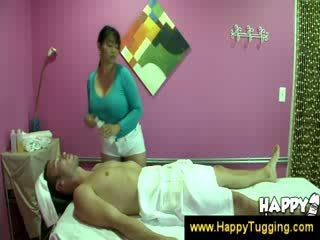 Oriental massage masseuse handjobs wanking paluchage branlette tugging tug emploi femme habillée homme nu grand nichon bigtits bigboobs