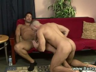Heteroseksuale dhe pederast guys doing një sixtynine
