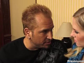 Krūtainas blondīne aimee addison gets a hardcore jāšanās