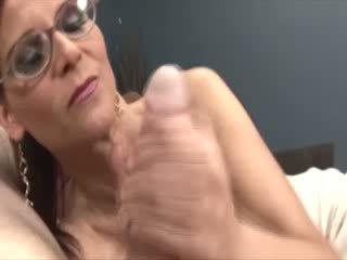 Groot titted met bril aftrekken een dong