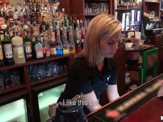 誰 欲しい へ ファック a barmaid?
