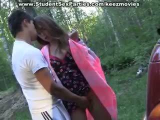 Adolescentes sexo em o carro em um picnic