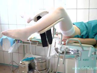 Tinedyer dalagita sa a ginekologiko upuan. puno inspection! (34)