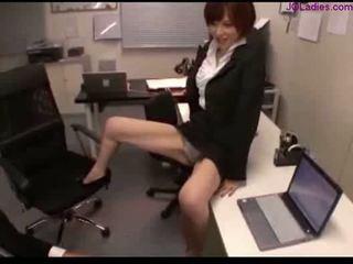 Kantoor dame tonen af haar panty aftrekken guy lul rubbing w