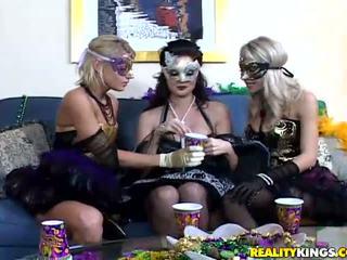 Masquerade skaistule melissa jāšanās lesbiete sammi
