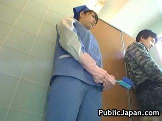 مفلس الآسيوية أساء مرحاض