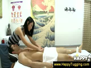 Aziatisch masseuse turns relaxed in erotisch