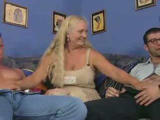 Vovó putas em um reverse anal piledrive, porno dd
