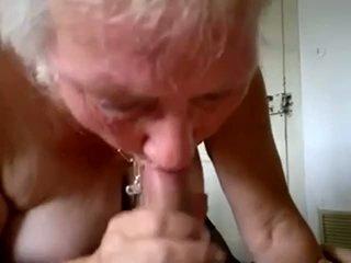 Oma zuigen jong lul en krijgen sperma in mond