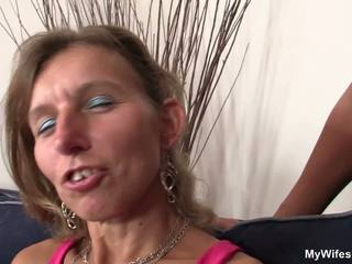 Fille watches son mère et bf shagging