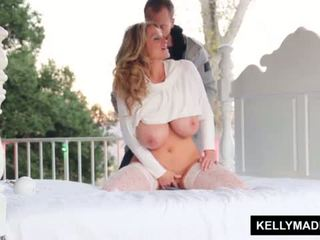 Kelly madison sundown stroking पर the patio <span class=duration>- 11 min</span>