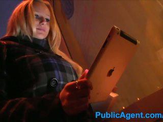 Publicagent blond meets guy im straße vor ficken ihm bei zuhause
