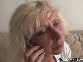 Trekanter parten med blondin äldre widow