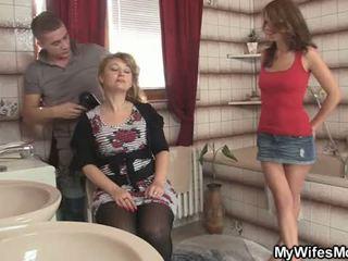Jeho manželka leaves a on bangs ju príťažlivé mama